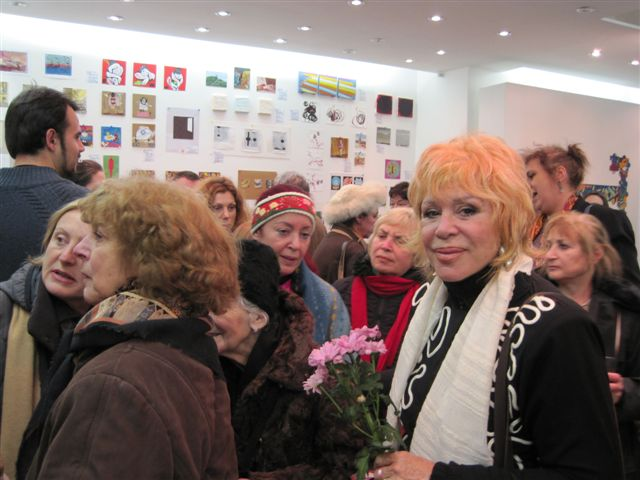 Monica Alon looking at Orit Libdenbaum when receiving flowers by the opening